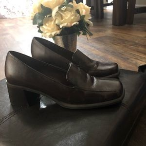 Shoes - Hush Puppy 8M Loafer Pump Brown